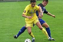 Druholigoví fotbalisté Vysočiny (ve žlutém Libor Baláž) s rezervou Olomouce jen remizovali.