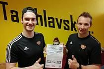 Tomáš Harkabus (vlevo) a Josef Skořepa si také zakoupili virtuální vstupenku.