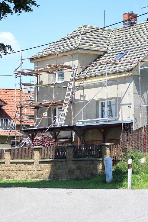 Nová fasáda na jednom z domů.