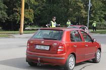 Řídili provoz. Téměř třicítka studentů prvního ročníku z jihlavské policejní školy si v rámci školního vzdělávacího programu prakticky zkusila řízení křižovatky.Mezi Fritzovou ulicí a třídou Legionářů ve středu dopoledne všichni obstáli, na řidičích však