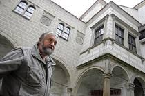 Kastelán telčského zámku Bohumil Norek (na snímku) by se v návštěvnosti rád dostal na sto tisíc lidí. Jak ale sám moc dobře ví, je to nemožné.