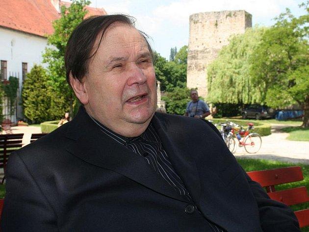 Jiří Kuběna spojil svůj život i tvorbu s hradem Bítov na Znojemsku.