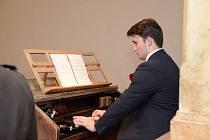 Mladý umělec Alfred Habermann z Vysokých Studnic na Jihlavsku studuje Hudební akademii múzických umění v Praze.