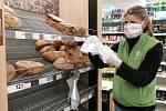 Sdílení pomáhá starým lidem s nákupy.