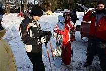 Lyže a snowboardy od Ježíška mohli vyzkoušet obdarovaní hned během svátků.