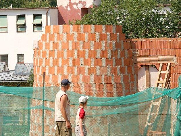 Novou atrakcí jihlavské ZOO se stane miniatura námořního majáku. Z vyhlídkového ochozu věže majáku budou vidět i žirafy.