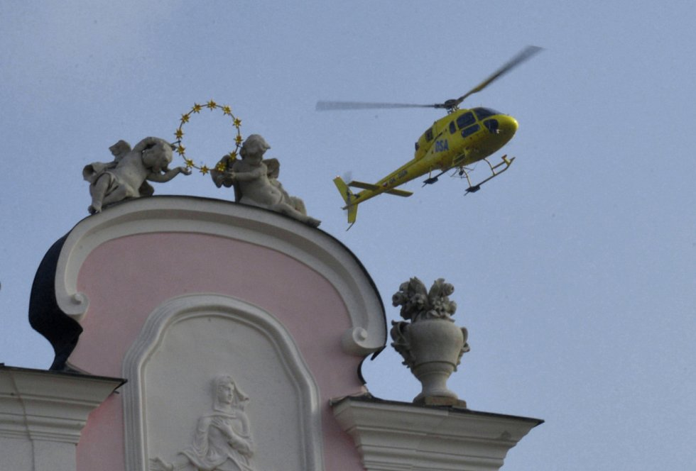 Do Telče kvůli nepřízni počasí přiletěl vrtulník se zpožděním.