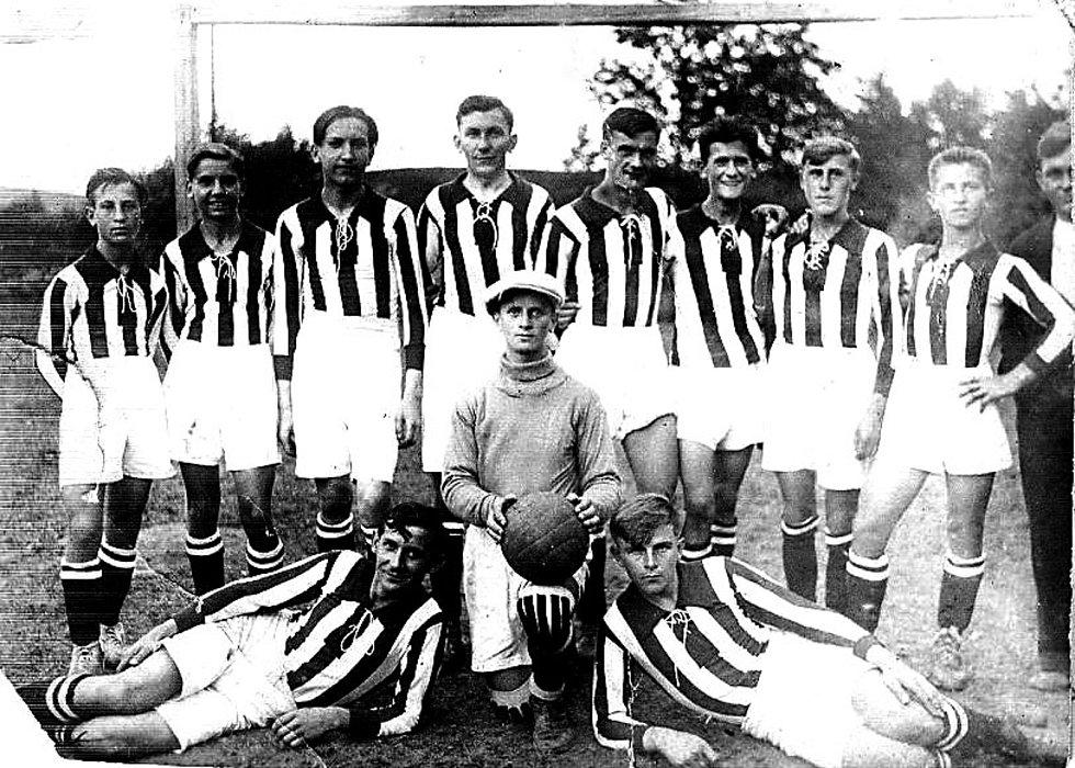 Fotbalový oddíl s názvem SK  Dolní Cerekev si místní sportovci ve spolupráci s místním Sokolem založili  roku 1931. Nejstarší zachovaný snímek týmu zobrazuje sestavu roku 1931.