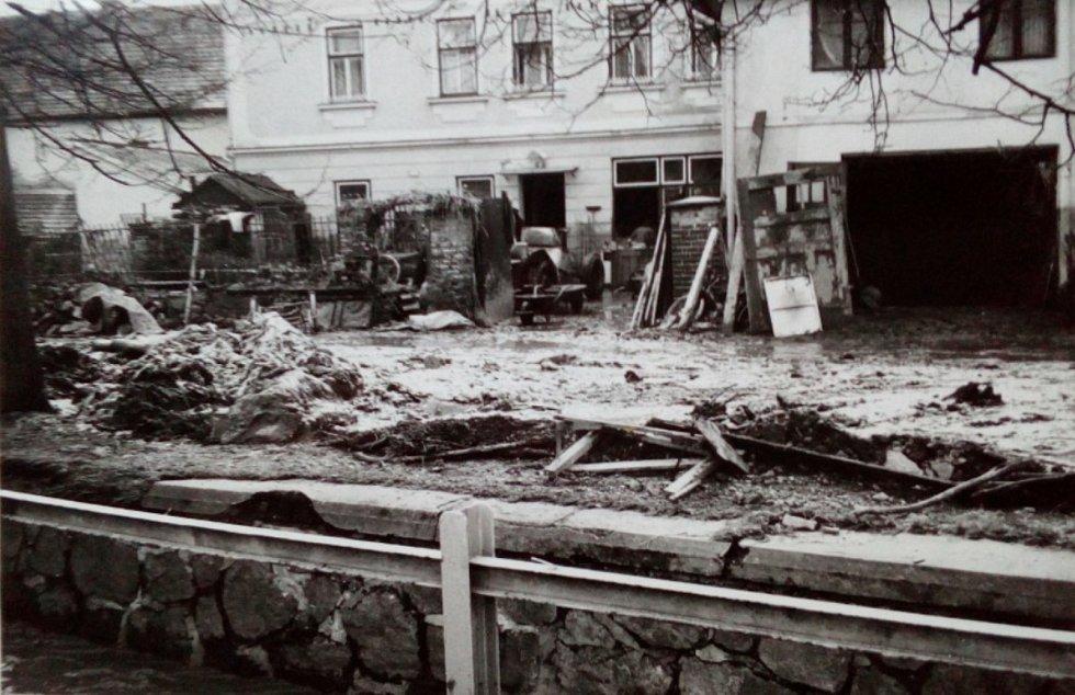 Dům rodiny Dvořákových po ničivé povodni.