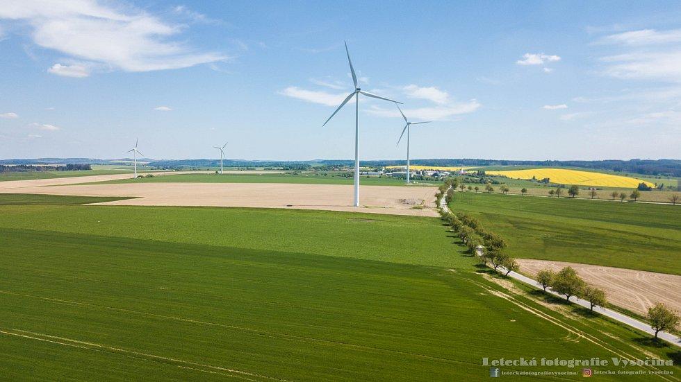 Pohled do okolí větrné elektrárny Pavlov na Jihlavsku.