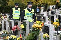 Policisté v těchto dnech pravidelně kontrolují hřbitovy a jejich okolí.