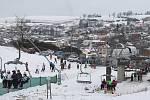 V Lukách nad Jihlavou strávilo nedělní odpoledne mnoho příznivců zimních sportů, často přijely na sjezdovku celé rodiny.