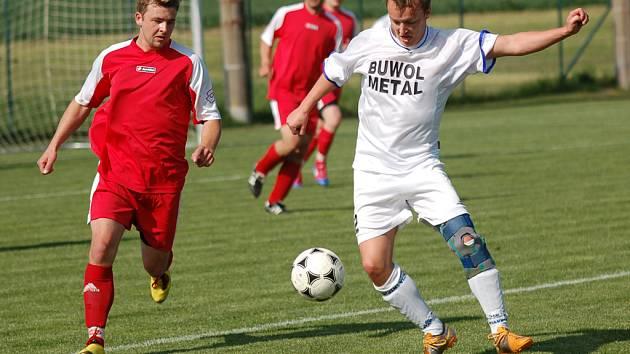 Pokud fotbalisté Luk (v bílém) porazí Lípu, postoupí do I. A třídy.