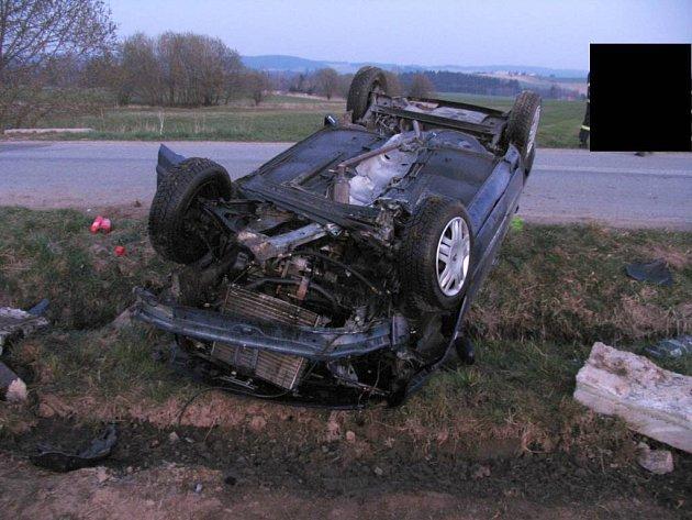 Čtyřicetiletý řidič nezvládl ve středu v podvečer řízení u Třeště na Jihlavsku.