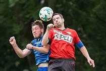 Filip Dvořáček (v červeném) je správným kapitánem Sapeli Polná. Jeho spoluhráči ho zvolili i nejlepším hráčem podzimu.