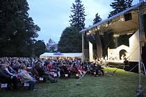 Zámecký park v Telči ovládl v sobotu večer open-air festival s názvem Klasika pod hvězdami.