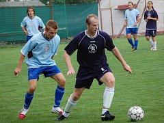 Fotbalistům Pacova (vpravo Luděk Šlechta) bude v souboji nováčků s Janovicemi chybět zkušený zadák Libor Koller.