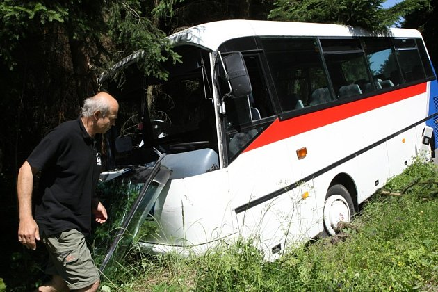 Nehoda autobusu u Stonařova.