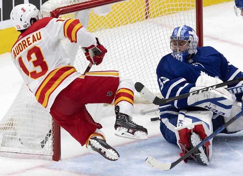 Brankář David Rittich v dresu Toronto Maple Leafs.