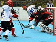 Bez bodu. Jihlavští hokejbalisté (v bílých dresech) nestačili na Dobřany.