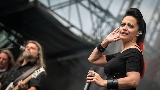 Připojila se také zpěvačka Lucie Bílá