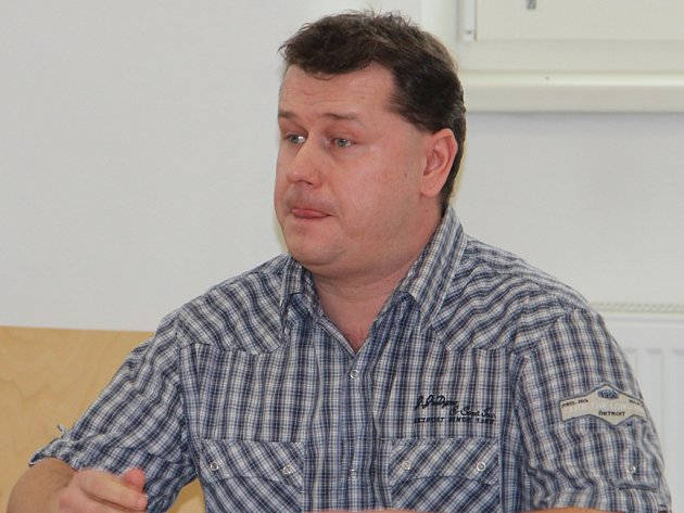 Rozsudek si přišel poslechnout pouze Tomáš Hojda. Václav Vodička je na útěku.