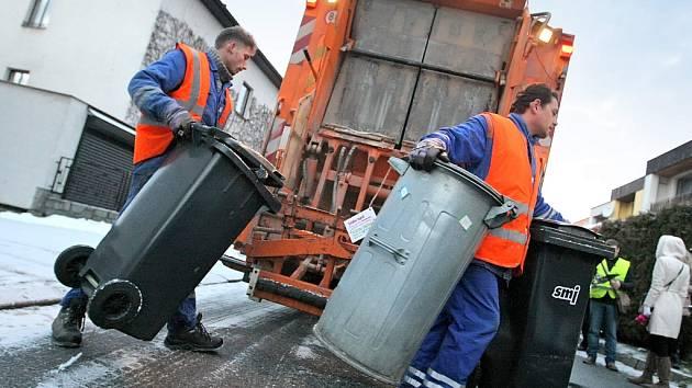 Od 1. března se budou popelnice na směsný komunální odpad od rodinných domů pravidelně vyvážet jednou za čtrnáct dní, a to v sudé týdny.