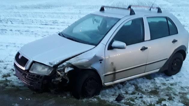 Srážka dvou osobních aut na silnici mezi Stříteží a Dobronínem zaměstnala v úterý po sedmé hodině ranní zdravotníky, policisty i hasiče.