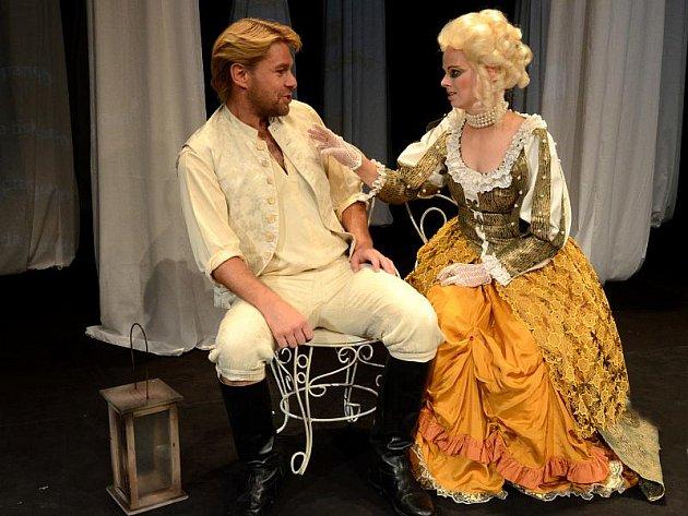 Horácké divadlo uvádí například Jiráskovu Lucernu.