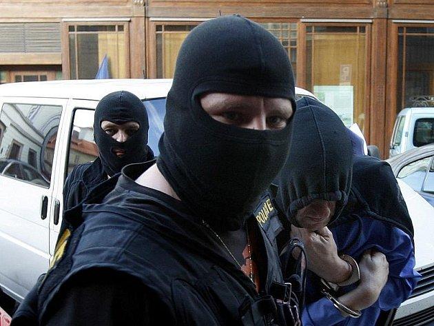 V kauze ICOM odsouzený Ivo Leopold, který si změnil jméno a příjmení na Martin Miller, byl dopaden speciální policejní jednotkou. Leopold je teď už ve vězení. Ilustrační foto.