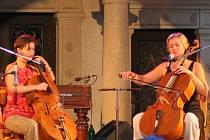 I v zahraničí uznávané violoncellové duo tvoří Andrea Konstankiewicz-Nazir (vlevo) a Dorota Barová. Moderní pojetí hry na violloncelo doplňuje melodický zpěv v polštině a češtině.