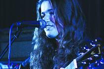 Loni zkusila štěstí na soutěži Vysočina hledá talent také Lucie Hrůzová, která se sama doprovázela na kytaru. Kdo přijde po ní, se rozhodne o víkendu.