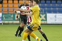 Klíčový dvojzápas s Viktorkou Žižkov jihlavští fotbalisté (ve žlutém Radek Görner) nezvládli, v obou případech remizovali. To byl jeden z důvodů, že skončí až třetí.
