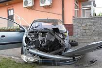 Tragická nehoda se stala v neděli na Třebíčsku. Dva fotbalisté, kteří jeli ze zápasu, při ní zemřeli. Příčina se vyšetřuje.