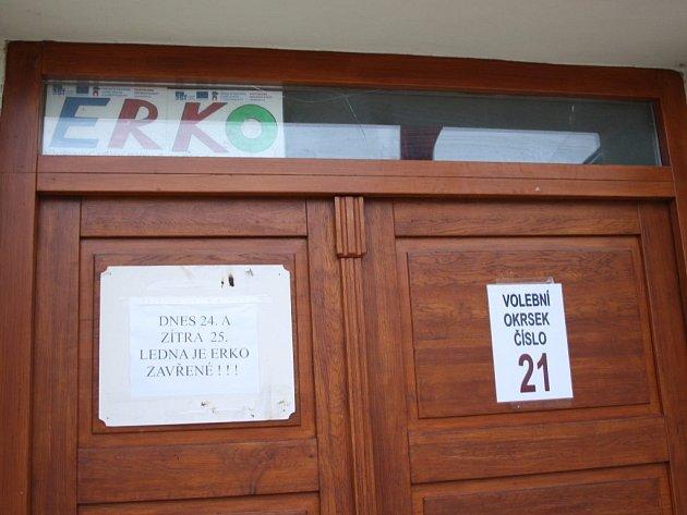 Volební místnost, kam chodí volit lidé přihlášení na magistrátu