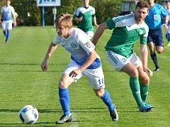 Zatímco polenští fotbalisté utrpěli o víkendu debakl v Havlíčkově Brodě, ždírecký Tatran (v zelených dresech) doma udolal nepříjemnou Břeclav.