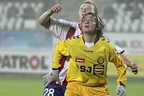 Štírek Jan Šilinger (ve žlutém) si už na Jihlavu zvykl a chce s ní slavit postup do první ligy.