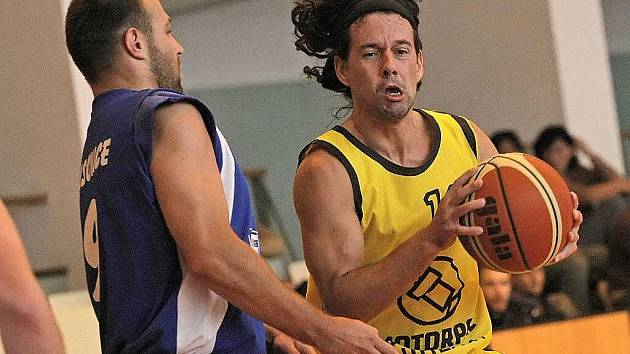 Basketbalisté Jihlavy si na své palubovce poradili s Blanskem i Podolím. V prvním utkání ale musel o poločase svým svěřencům domluvit trenér Petr Šilhart.