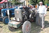 Traktoriáda v Panské Lhotě. Petr Hájek se svým unikátním strojem.