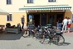 Cyklisté se v Lukách nad Jihlavou často zastaví na zmrzlinu.