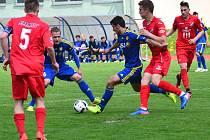 Stále předposlední. Jihlavští dorostenci (v modrém) v posledních zápasech bodují, ale protože úspěšná je i Opava, patří jim stále předposlední, a tudíž i sestupová příčka.