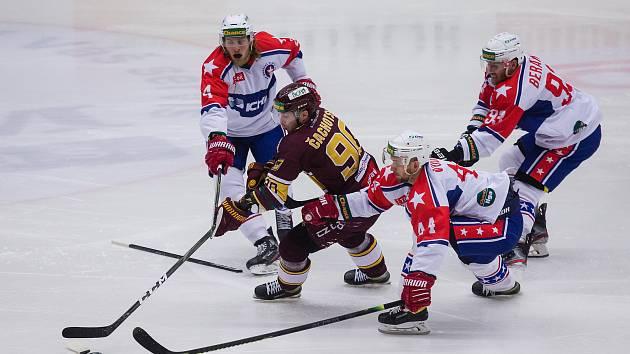 V derby se z vítězství radovali hokejisté Dukly.