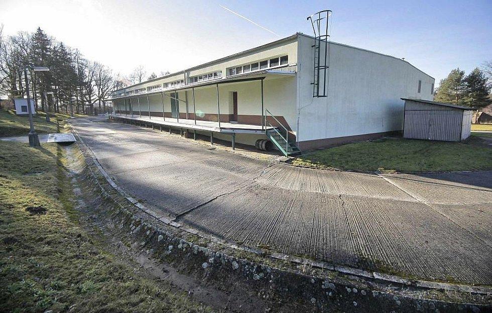 Chráněný areál S-7, který stojí poblíž zámku v Třešti, byl vybudovaný v 70. letech 20. století. Místním tvrdili, že zde bude sklad zeleniny.