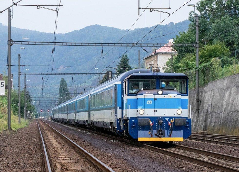 Dvanáct lokomotiv EffiShunter 300 provozují České  dráhy.