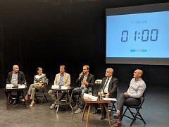 Debaty se zúčastnilo šest lídrů kandidujících v komunálních volbách. Tři pozváni nebyli a v reakci na to další z nich odmítl účast.