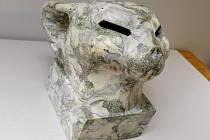 Jedním z děl, které budou  na prodej, je Kočka od Libora Krejcara.