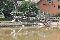 V neděli odpoledne už bylo Jestřebí z nejhoršího venku, následky páteční katastrofy budou ale zřejmé ještě dlouho.