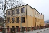Opravu školy v Lukách současná situace o něco zjednodušila.