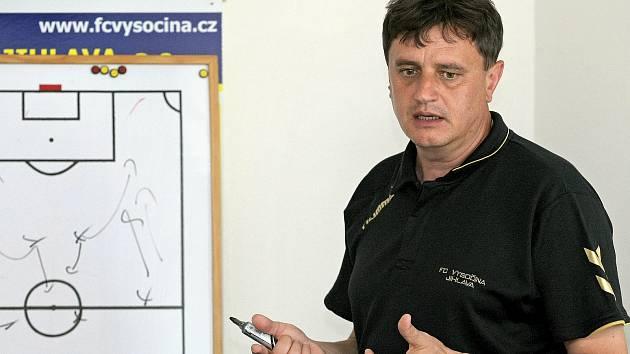 Snad mám klubu ještě co dát, skromně doufá po návratu trenér Vrzáček
