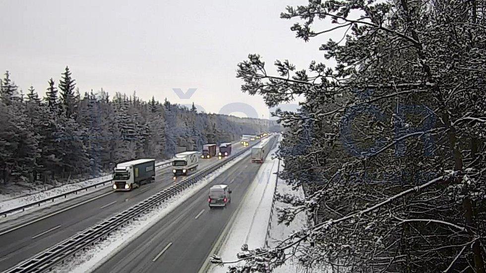 Silnice na Vysočině v pondělí 8. února ráno.
